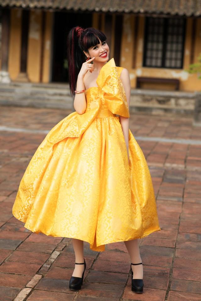 Hoa hậu Hà Kiều Anh đụng độ Hoa hậu Trần Tiểu Vy - 10