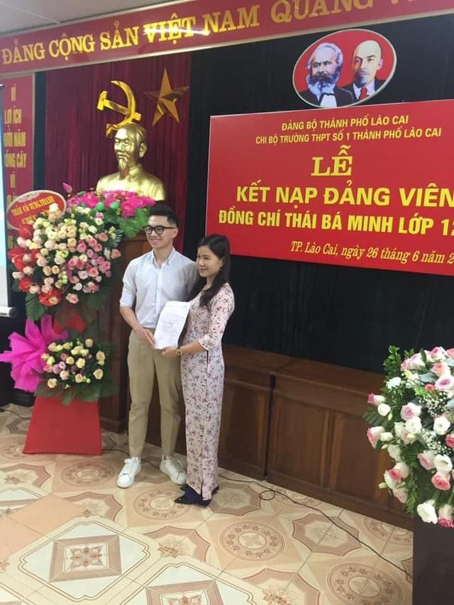 Lào Cai: Nam sinh được 5 trường đại học gửi giấy báo trúng tuyển - 1
