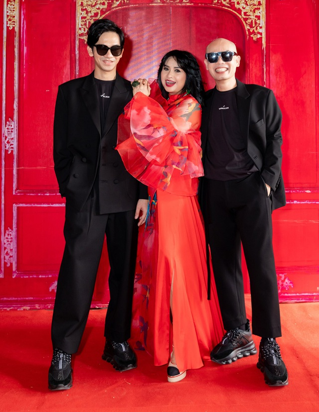 Hoa hậu Hà Kiều Anh đụng độ Hoa hậu Trần Tiểu Vy - 7