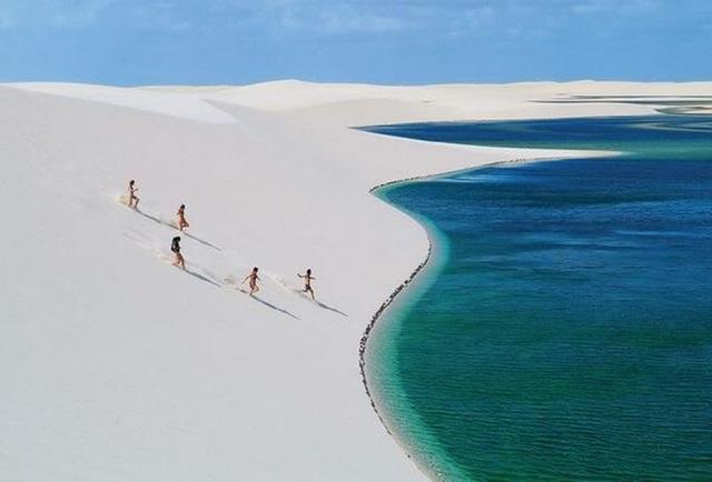Kỳ thú: Hàng nghìn hồ nước xanh lam ngọc nổi giữa sa mạc như hành tinh lạ - 5