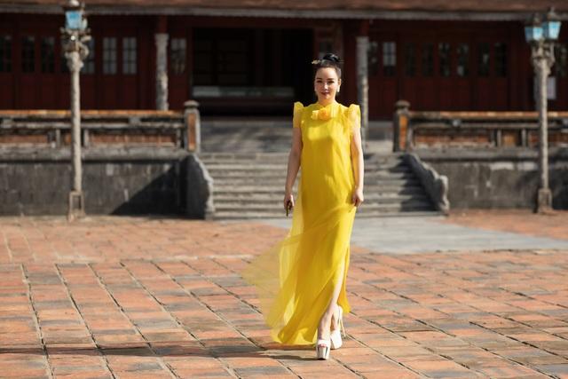 Hoa hậu Hà Kiều Anh đụng độ Hoa hậu Trần Tiểu Vy - 17