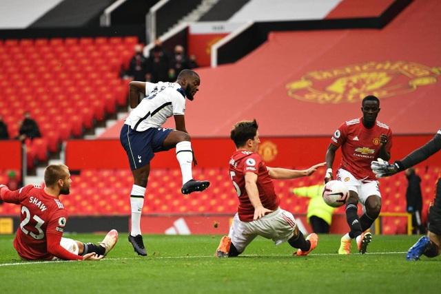 Những khoảnh khắc Man Utd bị Tottenham chà đạp tại Old Trafford - 6