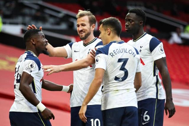 Những khoảnh khắc Man Utd bị Tottenham chà đạp tại Old Trafford - 17