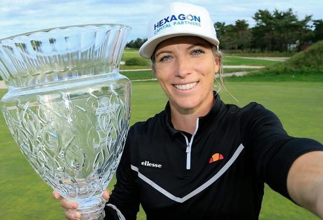 Nữ golf thủ xinh đẹp có danh hiệu đầu tiên ở LPGA Tour - 1