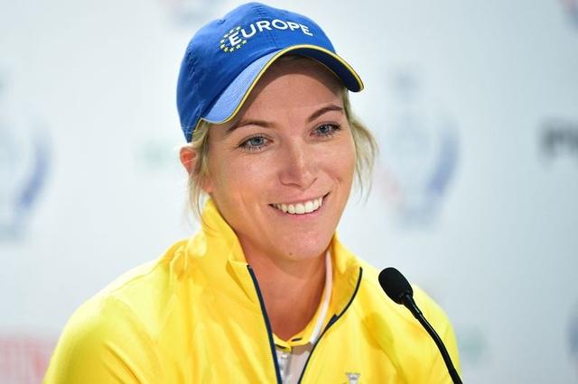 Nữ golf thủ xinh đẹp có danh hiệu đầu tiên ở LPGA Tour - 2