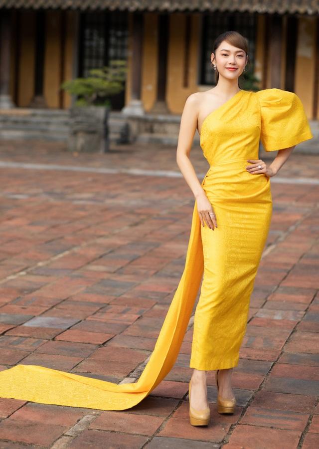 Hoa hậu Hà Kiều Anh đụng độ Hoa hậu Trần Tiểu Vy - 12