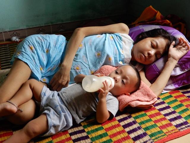 Người mẹ trẻ nghẹn ngào: Em muốn được sống để nhìn con lớn mỗi ngày - 4