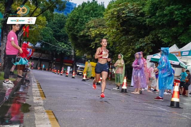 Người chạy 10km quanh hồ Hoàn Kiếm nhanh nhất chỉ hết 31 phút 59 giây - 3