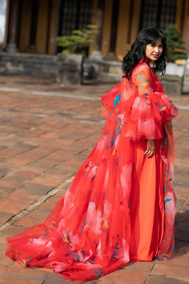 Hoa hậu Hà Kiều Anh đụng độ Hoa hậu Trần Tiểu Vy - 6