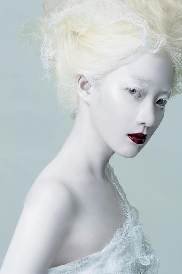 Nữ sinh bạch tạng thành mẫu ảnh đắt khách - 6