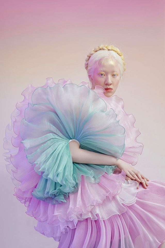 Nữ sinh bạch tạng thành mẫu ảnh đắt khách - 9