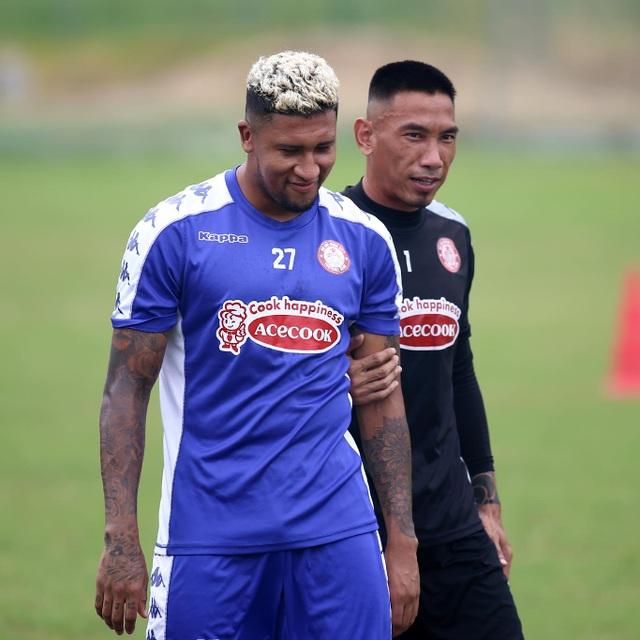 Công Phượng trở lại sân tập, TPHCM chờ đua vô địch V-League - 2