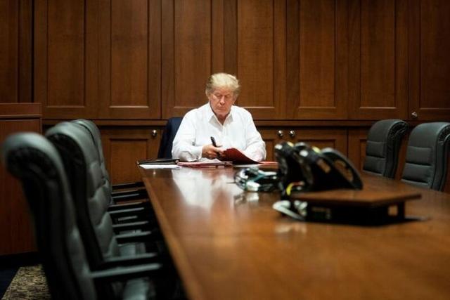Bác sĩ nói ông Trump đã khỏe hơn, có thể trở lại Nhà Trắng hôm nay - 1