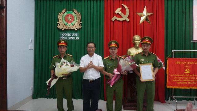 Khen thưởng ban chuyên án triệt phá vụ vận chuyển 16kg ma tuý - 1