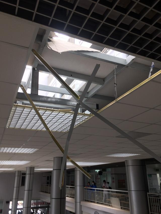 Một phần trần chống nắng của Bệnh viện nghìn tỷ Tây Nguyên bất ngờ bị sập - 4