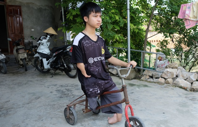 ĐH Bách khoa Hà Nội hỗ trợ học phí cho nam sinh được bạn cõng đi học 10 năm - 1