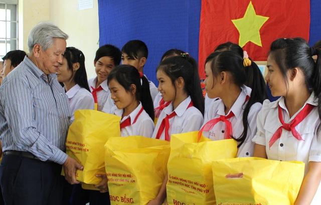 Phú Yên: Hơn 143 nghìn học sinh khó khăn được tiếp bước đến trường - 1