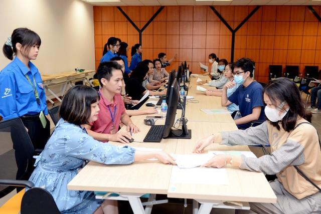 Hàng ngàn thí sinh đã đến nhập học tại Đại học Kinh tế quốc dân - 2
