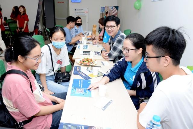Hàng ngàn thí sinh đã đến nhập học tại Đại học Kinh tế quốc dân - 3