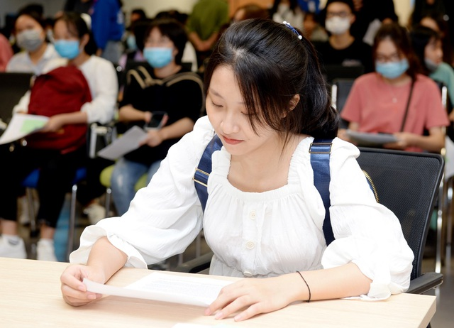 Hàng ngàn thí sinh đã đến nhập học tại Đại học Kinh tế quốc dân - 1
