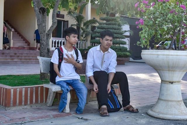 Nam sinh 10 năm cõng bạn đến trường được ĐH Y Thái Bình miễn học phí - 2