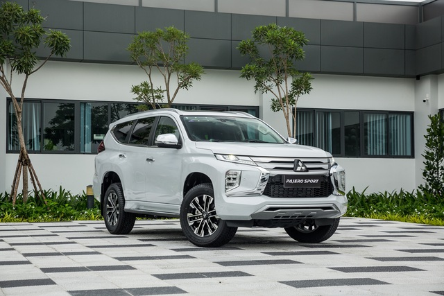 Giữa Ford Everest 2019 và Pajero Sport 2020, chọn mua xe nào? - 2