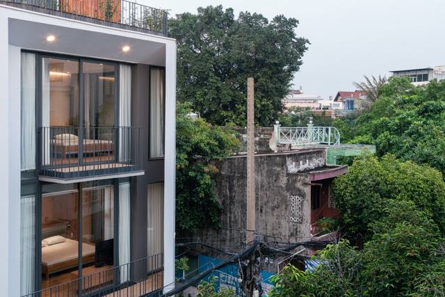 """Độc đáo nhà phố có 3 mặt tiền với cửa ra vào """"tàng hình"""" ở Sài Gòn - 10"""