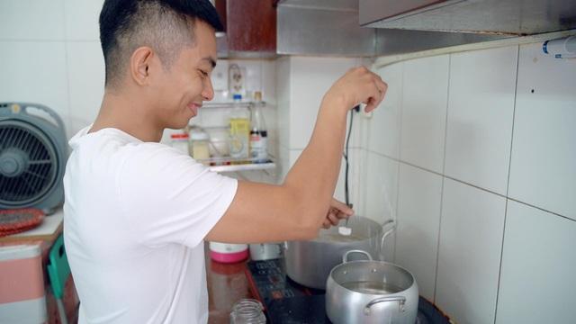 Phan Hiển lần đầu vào bếp lóng ngóng nấu cơm thay Khánh Thi - 3