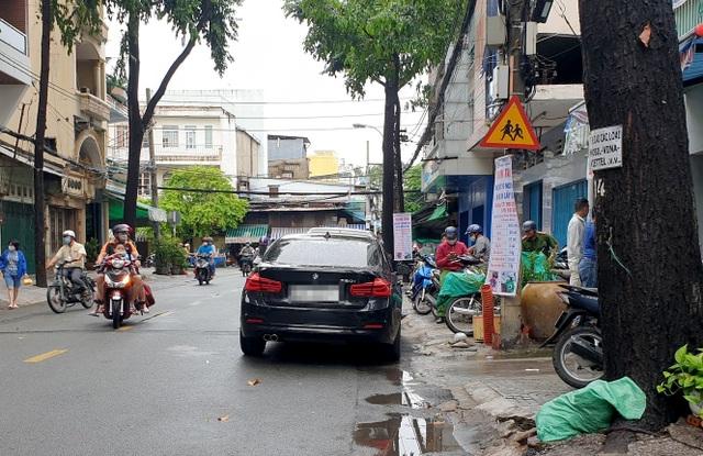 Thanh niên cầm gậy đập ô tô BMW gây náo loạn đường phố Sài Gòn - 3