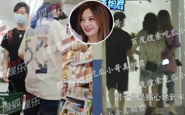 Triệu Vy mệt mỏi, né tránh phóng viên sau khi lộ ảnh hò hẹn phi công trẻ - 1