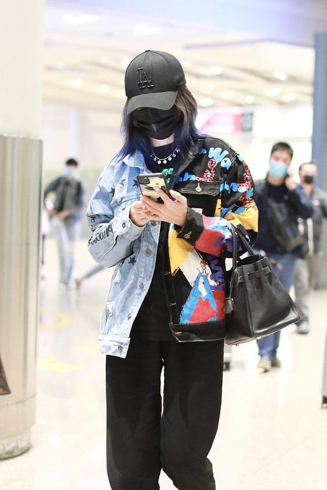 Triệu Vy mệt mỏi, né tránh phóng viên sau khi lộ ảnh hò hẹn phi công trẻ - 3