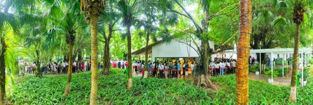 Khách xếp hàng dài để xem nhà mẫu và mua nhà tại Ecopark - 1