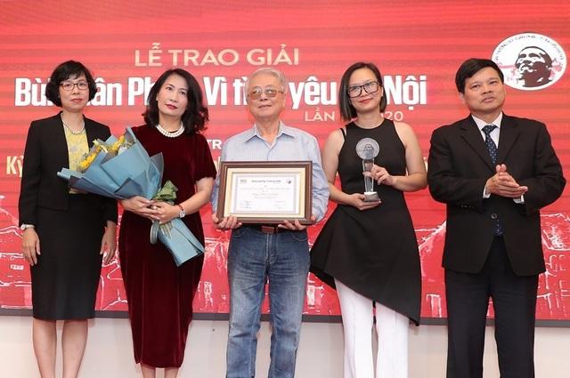 """Vợ nhạc sĩ Phú Quang bật khóc khi thay chồng nhận """"Giải thưởng Lớn - 1"""