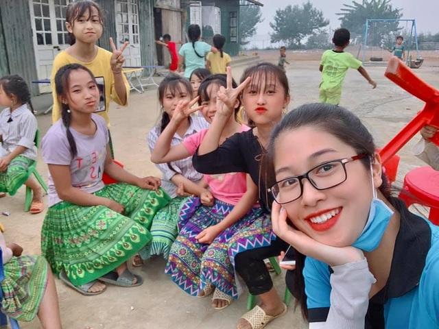 Bộ ảnh của hai thí sinh Hoa hậu Việt Nam là tiếp viên hàng không - 4