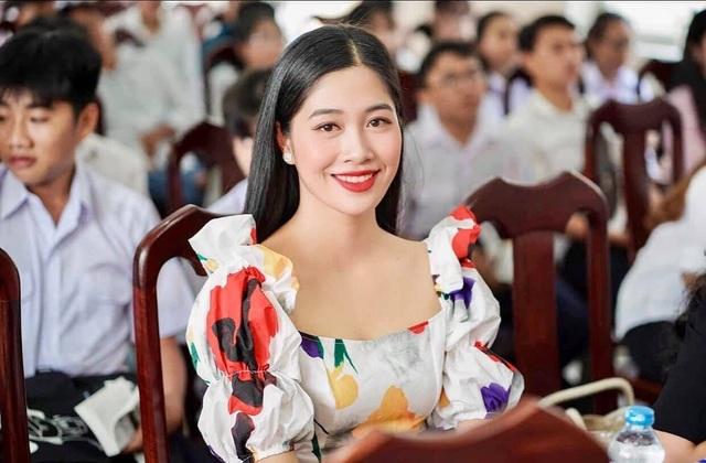 Bộ ảnh của hai thí sinh Hoa hậu Việt Nam là tiếp viên hàng không - 5