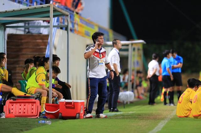 Cầu thủ nữ Hà Nam bỏ trận đấu để phản ứng trọng tài - 2