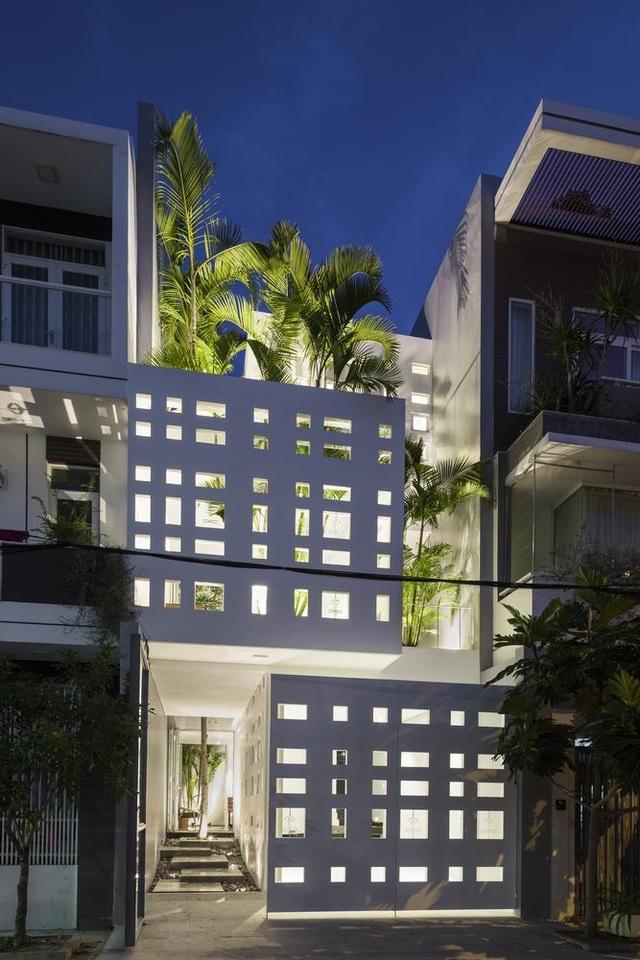 Ngôi nhà có 300 cửa sổ, gia chủ mỗi tháng chỉ tốn 200.000 đồng tiền điện - 2