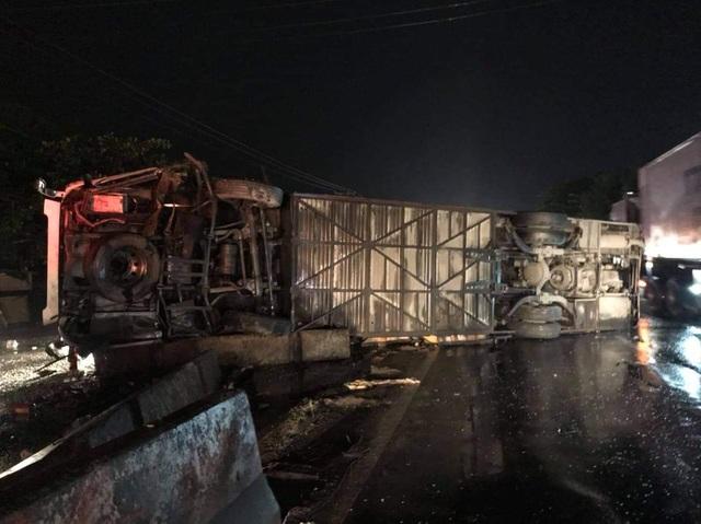 2 ô tô va chạm lúc nửa đêm, 1 người chết, 19 người bị thương - 3