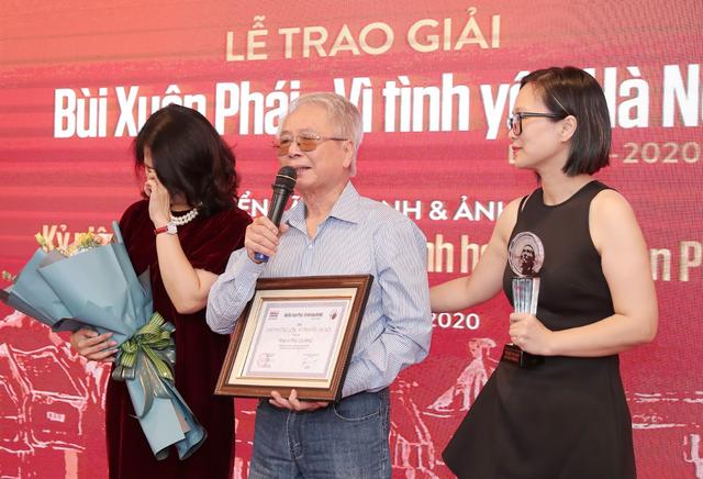 """Vợ nhạc sĩ Phú Quang bật khóc khi thay chồng nhận """"Giải thưởng Lớn - 2"""
