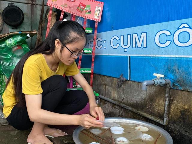Giấc mơ đại học có nguy cơ dang dở của nữ sinh nghèo rửa bát thuê - 1