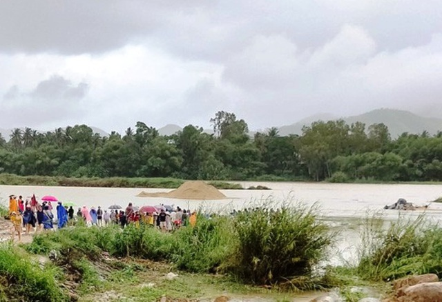 Tìm thấy thi thể thanh niên bị nước lũ cuốn mất tích khi đi bắt cá - 1