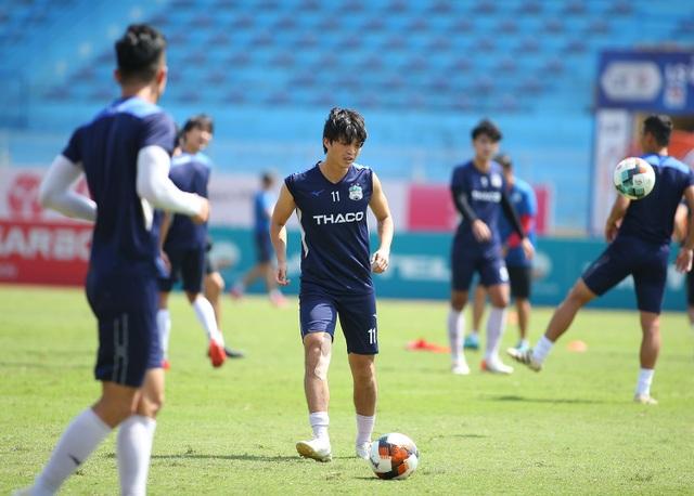 """Văn Toàn: """"HA Gia Lai sẽ thắng Viettel 1-0, không buông top 5 V-League"""" - 7"""