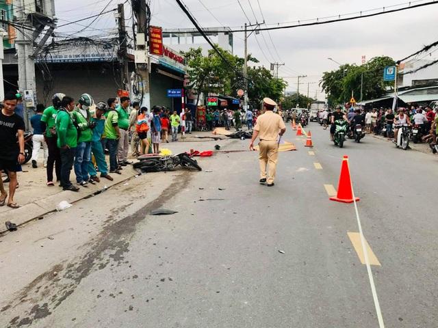 Ô tô đại náo kinh hoàng trên phố, 2 người bị tông tử vong - 2