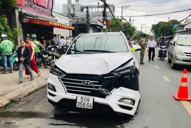 Ô tô đại náo kinh hoàng trên phố, 2 người bị tông tử vong - 1