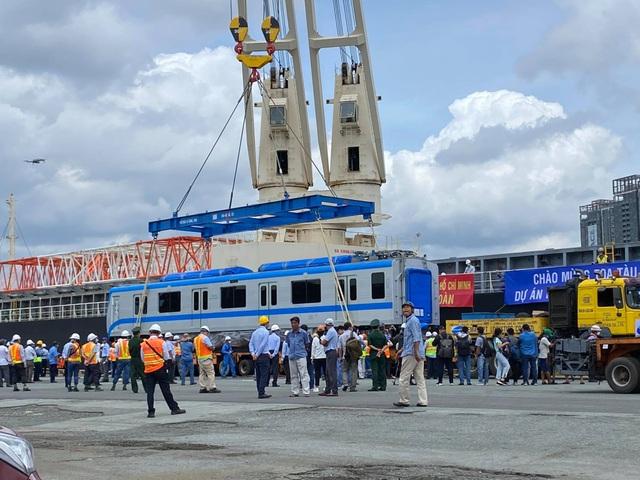 Cận cảnh đoàn tàu metro số 1 vừa cập cảng ở Sài Gòn - 3