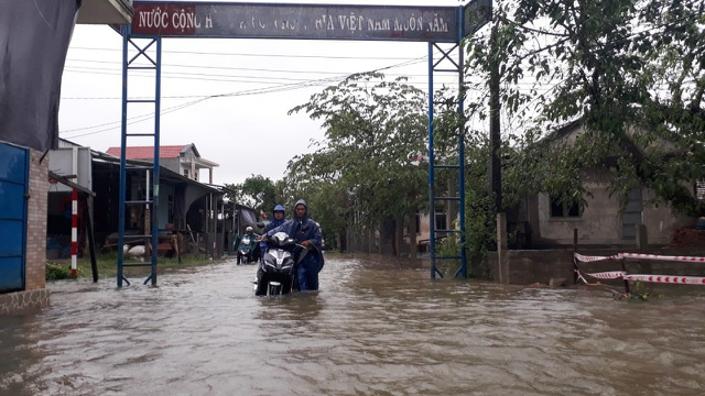 Nhiều đường tỉnh lộ ngập hơn cả mét - 3
