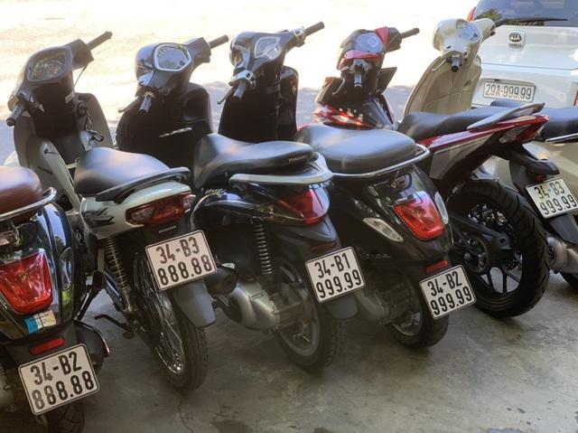 Ăn chơi nhất Việt Nam: Gom mua cả dàn xe máy mang biển ngũ quý từ 1 - 9 - 4