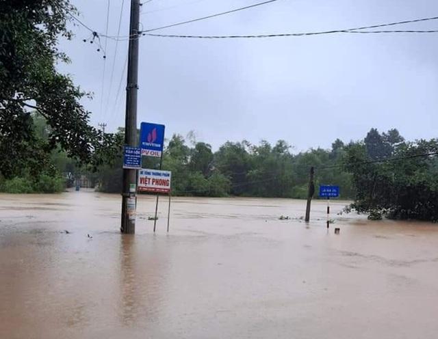 Lũ dâng tận nóc nhà, nhiều làng mạc chìm sâu trong nước - 7