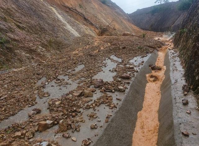 Lũ dâng tận nóc nhà, nhiều làng mạc chìm sâu trong nước - 5
