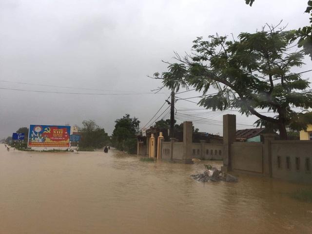 Lũ dâng tận nóc nhà, nhiều làng mạc chìm sâu trong nước - 6